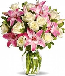 White and pink roses and lilies